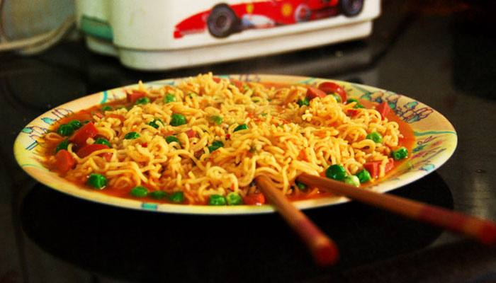 maggi-noodles-with-tomatoo